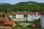 Dvorište škole u Priboju na Majevici