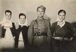 Djevojke sa oficirem odmah posle rata